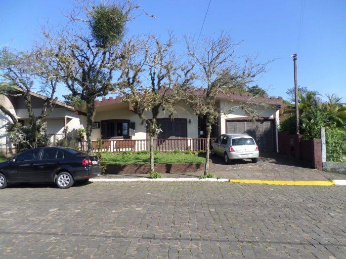 Casa de 3 dormitórios no bairro Oriental em Estrela