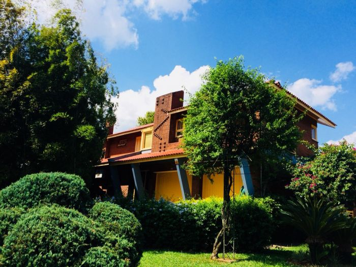 Casa de 4 dormitórios no bairro Canabarro em Teutônia