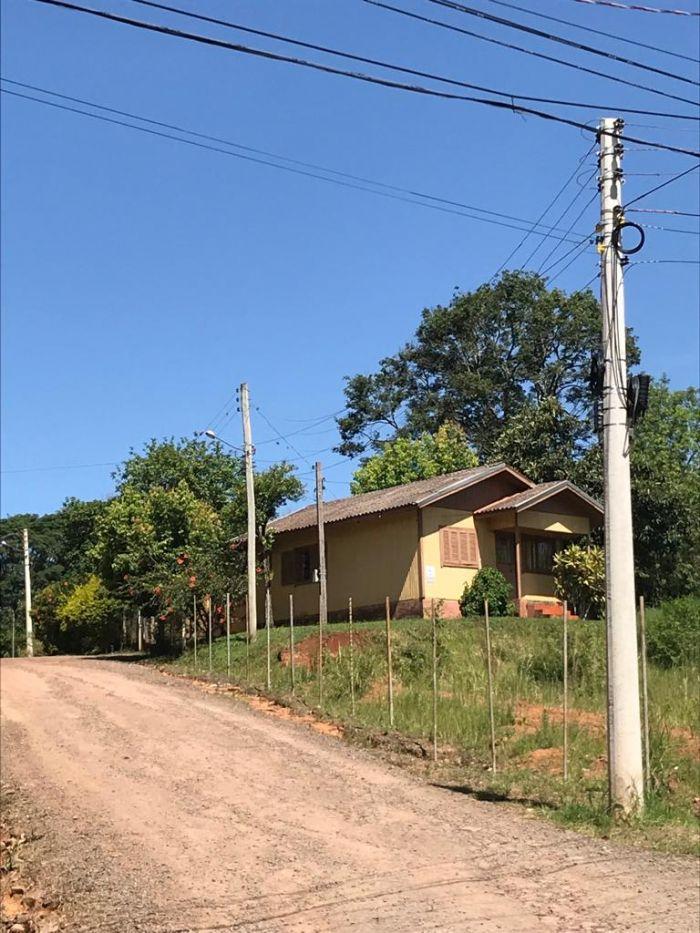Casa de 3 dormitórios no bairro Pinheiros em Estrela