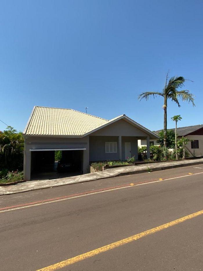 Casa de 2 dormitórios no bairro Universitário em Lajeado